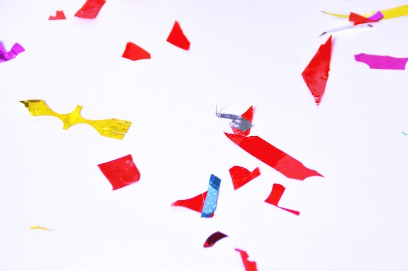 affiche Happy New Year mes petites affiches, bouteille de champagne Servant, confettis Hema, guirlande fanion DIY.