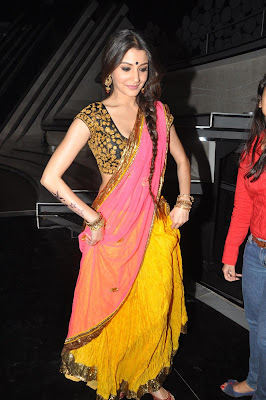 High Quality Bollywood Celebrity Pictures: Anushka Sharma