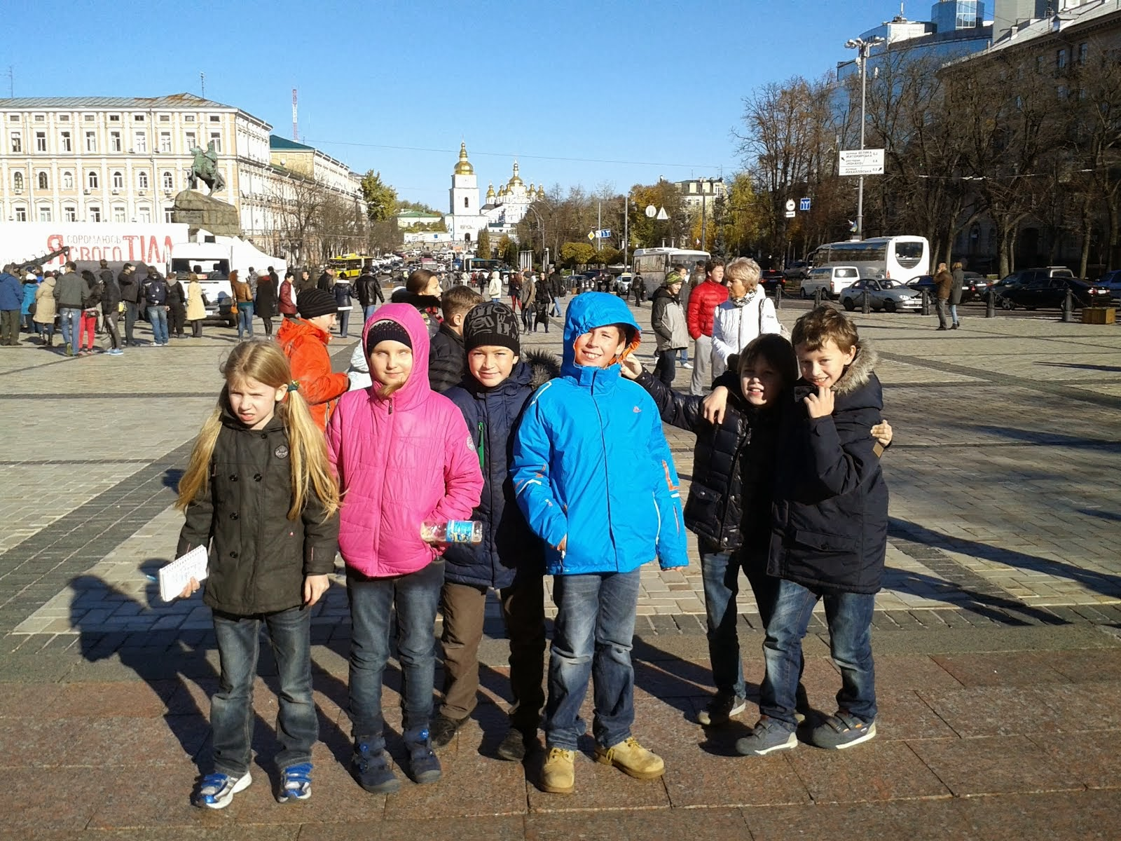 КИЕВ.На Софиевской площади у памятника Богдану Хмельницкому.
