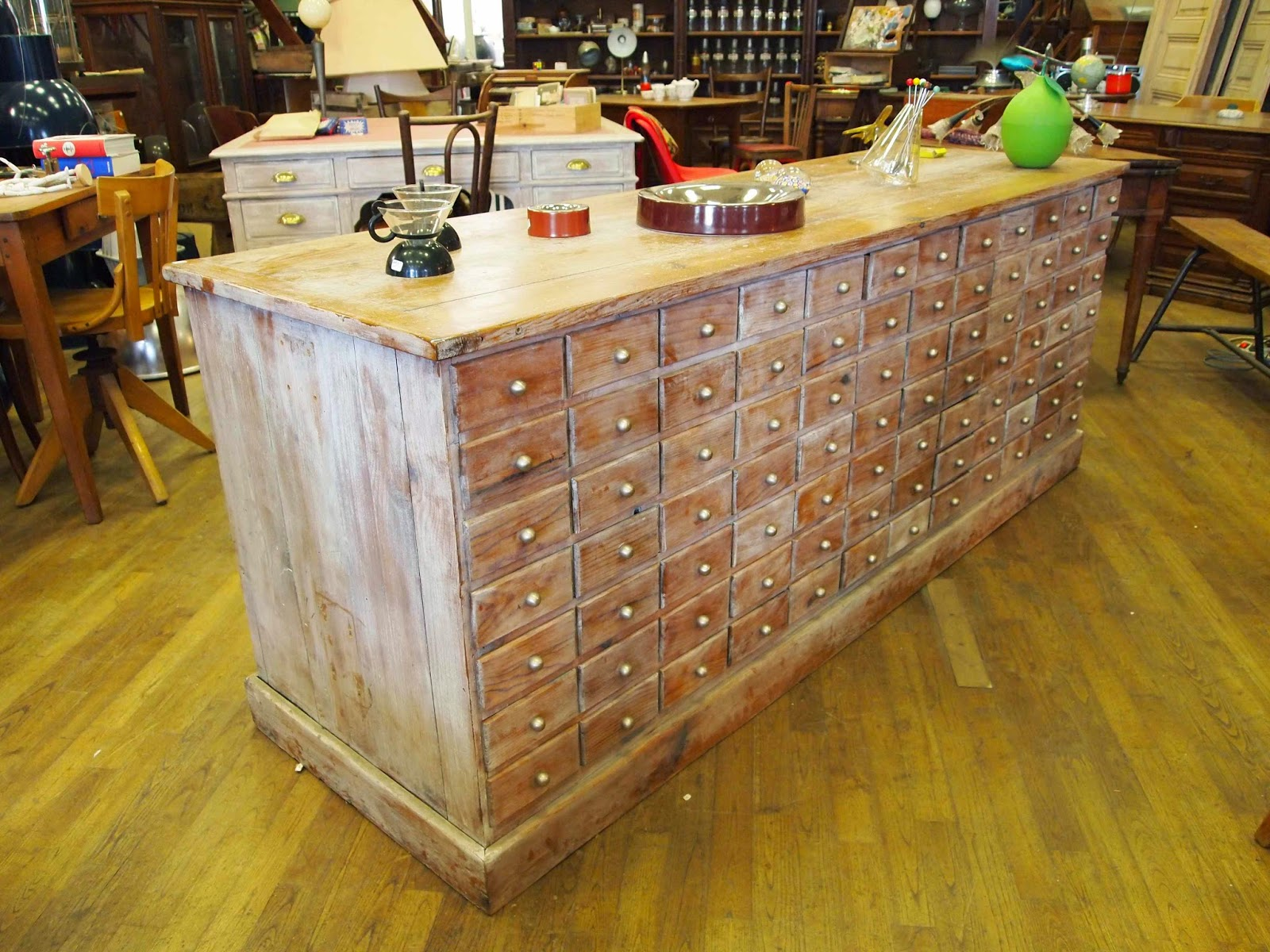 L 39 atelier thibauld watripont meubles de m tier for Meuble quincaillerie tiroirs