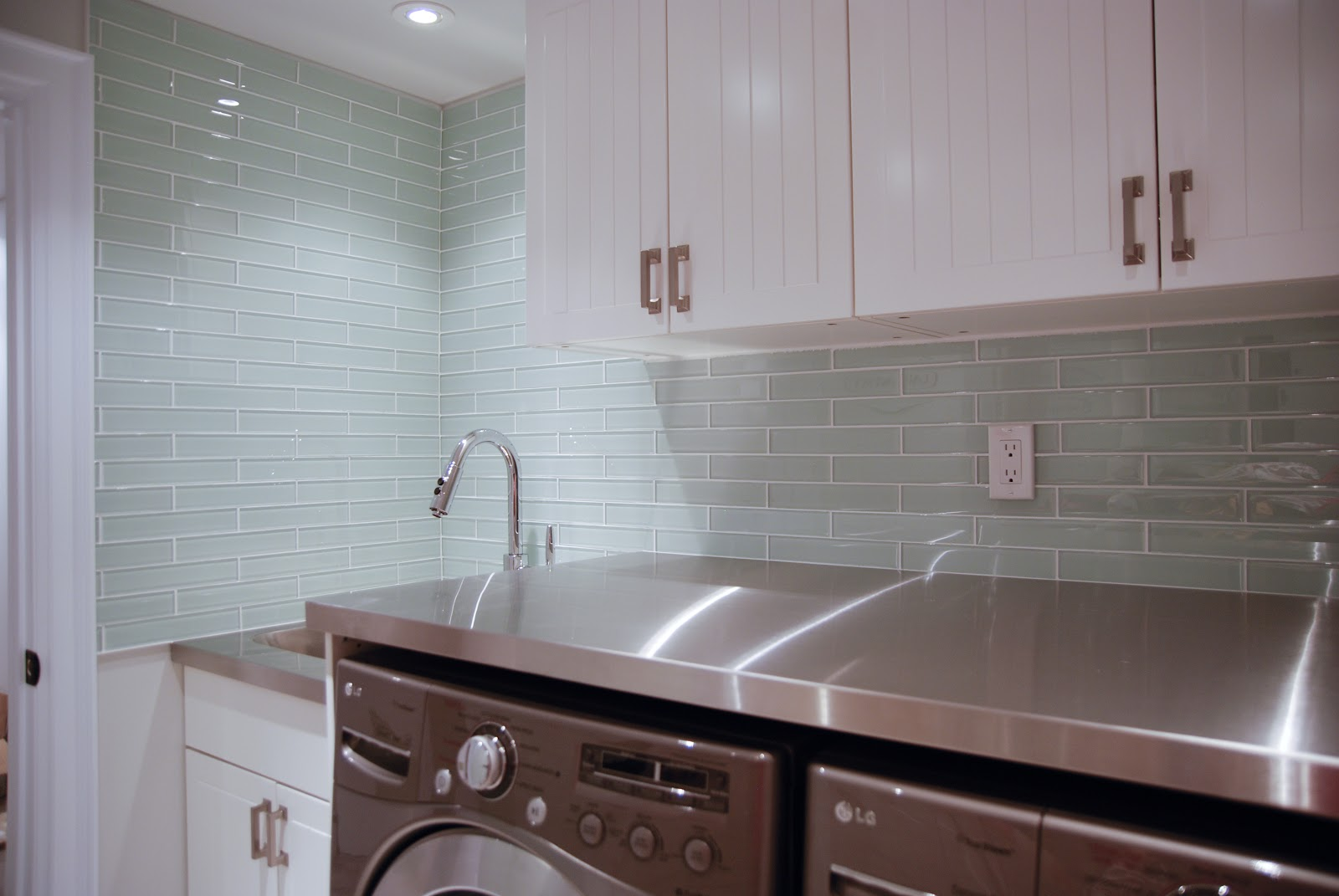 Rambling Renovators: Glass Tile Laundry Room Backsplash