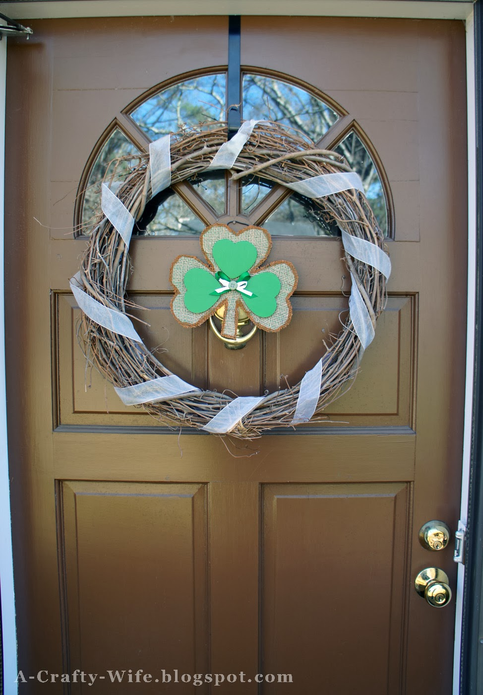 Cardboard shamrock for front door | A Crafty Wife