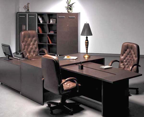 в кабинете начальника