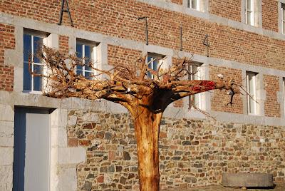 "Emilio Gallego, artista visual, ""NO hay raíces"" , Galería Triangle Bleu, Stavelot, Bélgica, escultura"