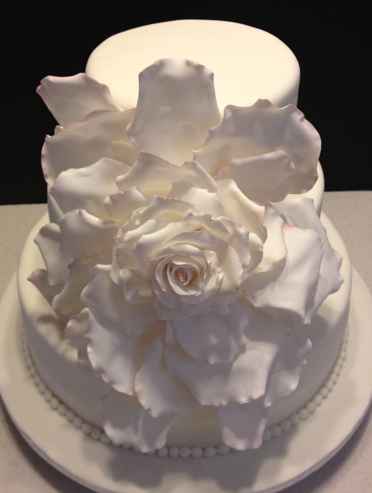 MaryMel Cakes Elegant large rose wedding