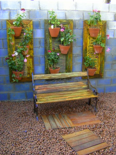 P tio das flores material de demoli o no jardim for Jardines redondos pequenos