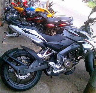 The Pulsar 200 NS New white black color