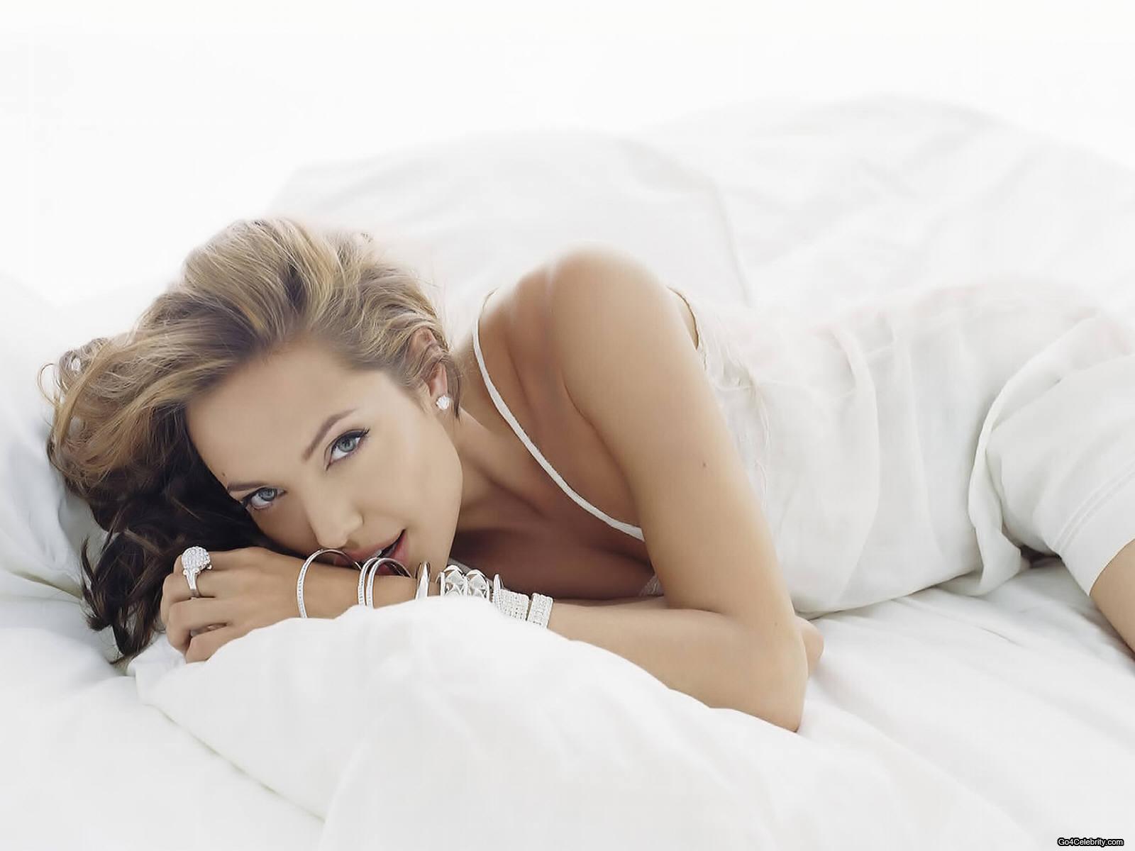 http://1.bp.blogspot.com/-nPp6w5bpyVA/T7yP_2BMBgI/AAAAAAAAC_c/S2GupCeUw7U/s1600/Angelina+Jolie+-+Wallpaper+%281%29.jpg