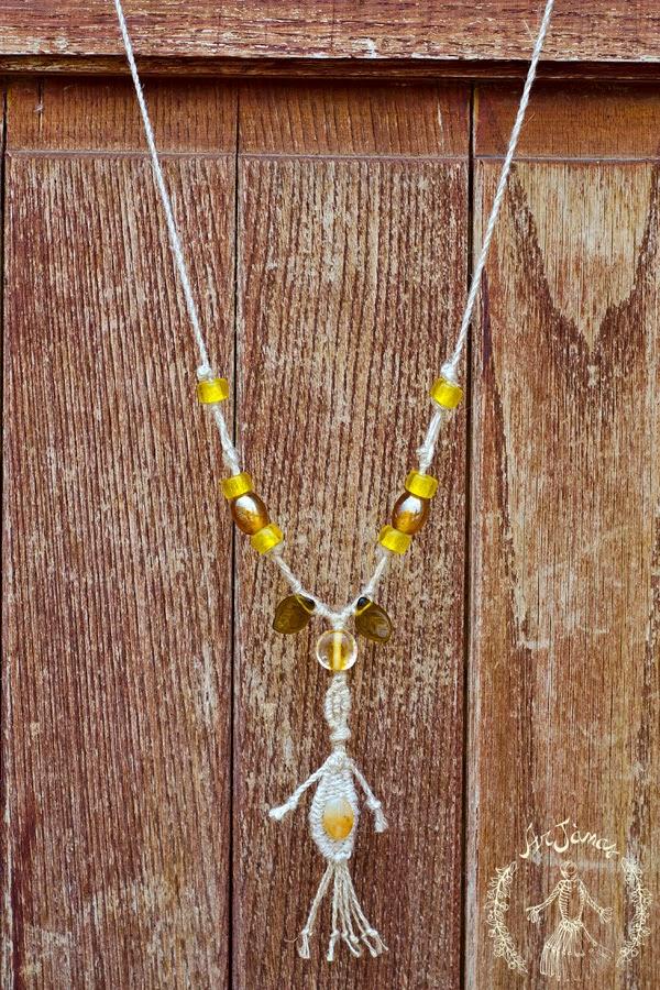 collana Elicriso in lino fatta a mano con perle in vetro