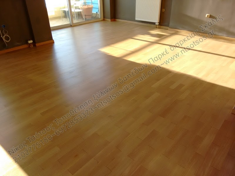 Βάψιμο σε ξύλινο πάτωμα