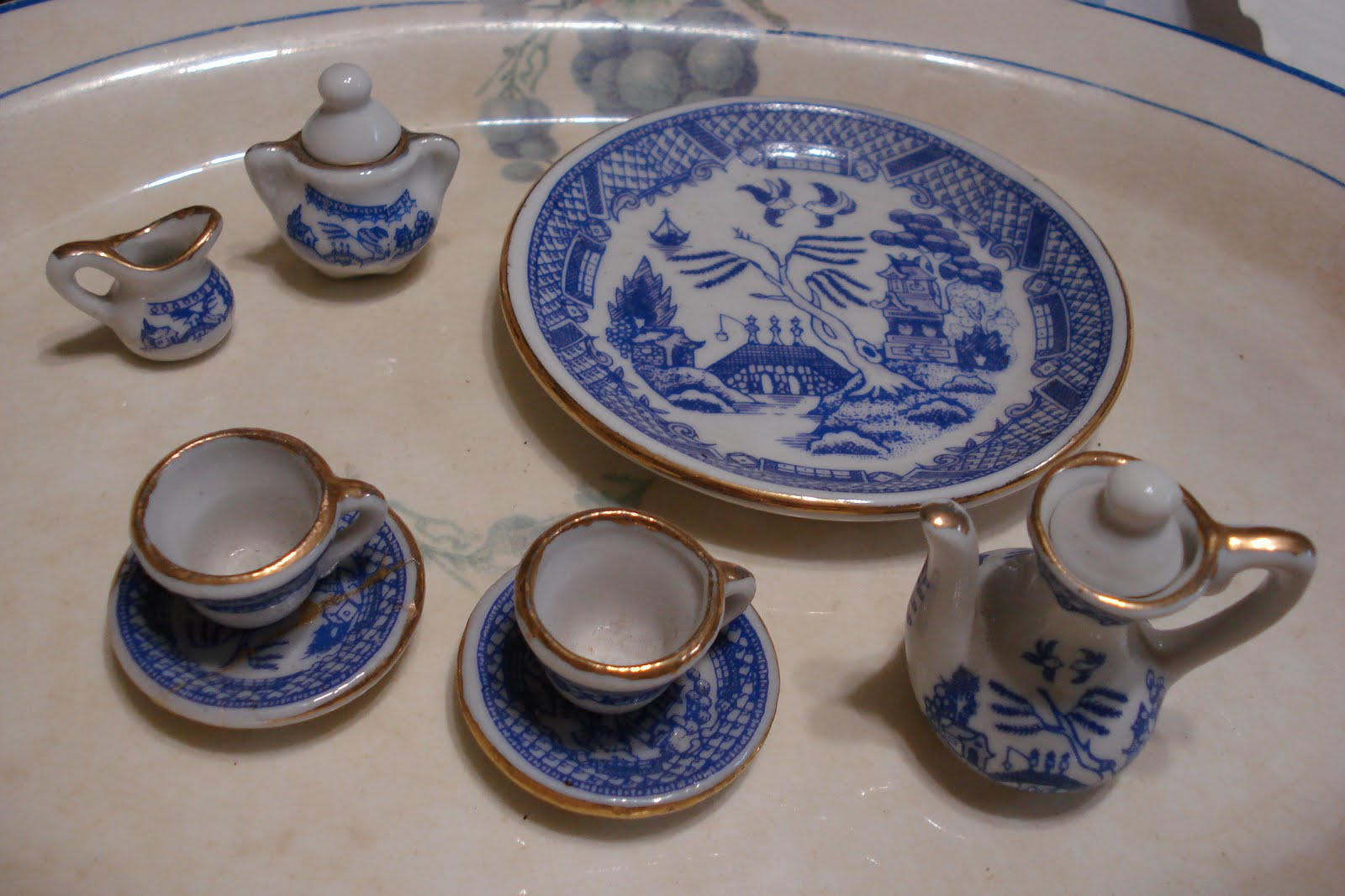 I have had this little tea set a while and it was in the cabinet with all these dishes & Curtains In My Tree: Grannie\u0027s Old Stuff