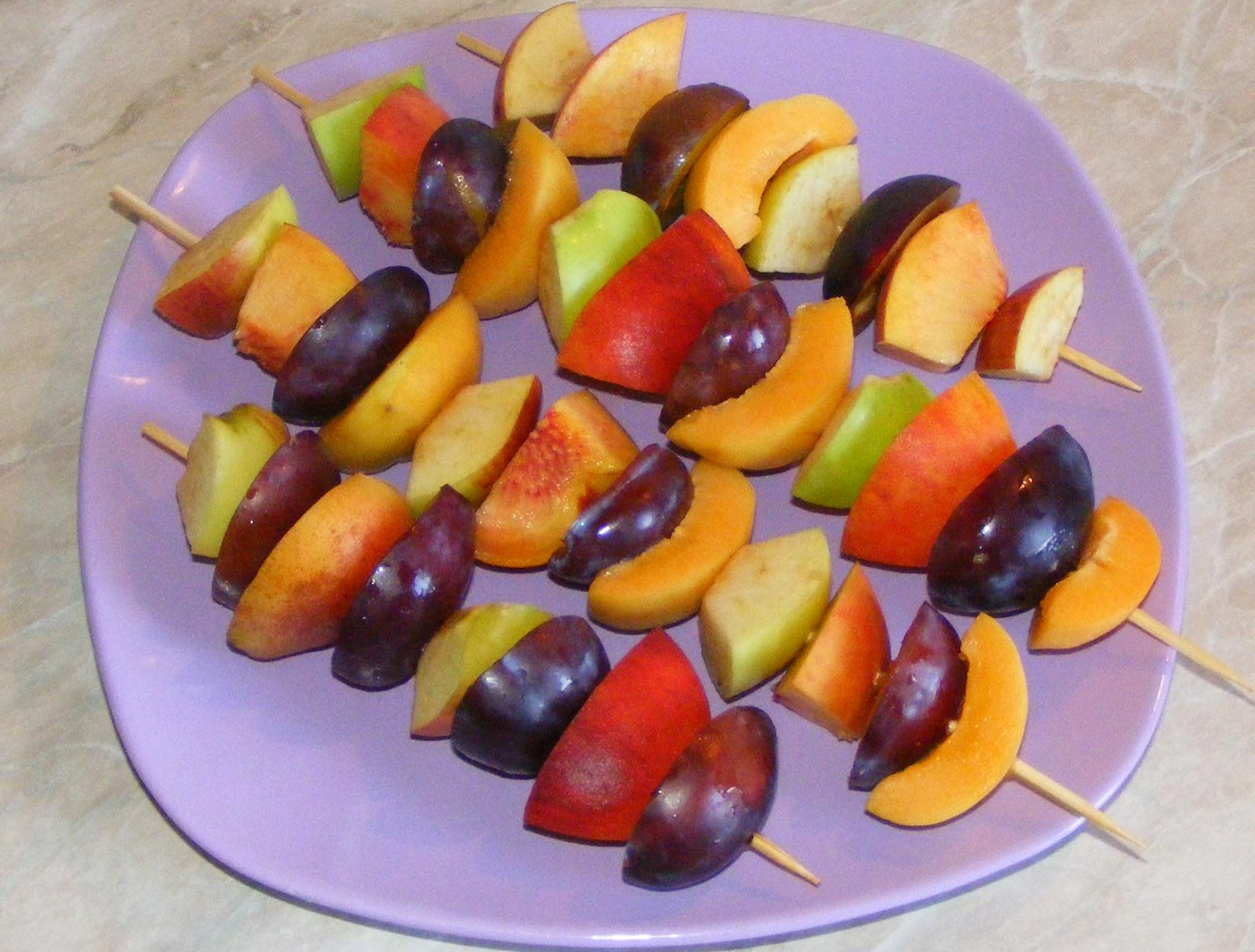 frigarui, frigarui de fructe, frigarui din fructe, frigarui cu fructe, retete frigarui, reteta frigarui, retete cu fructe, fructe la gratar, fructe la gril, dulciuri, deserturi, gustari, aperitive, garnituri, frigarui dulci, fructe coapte, retete culinare,