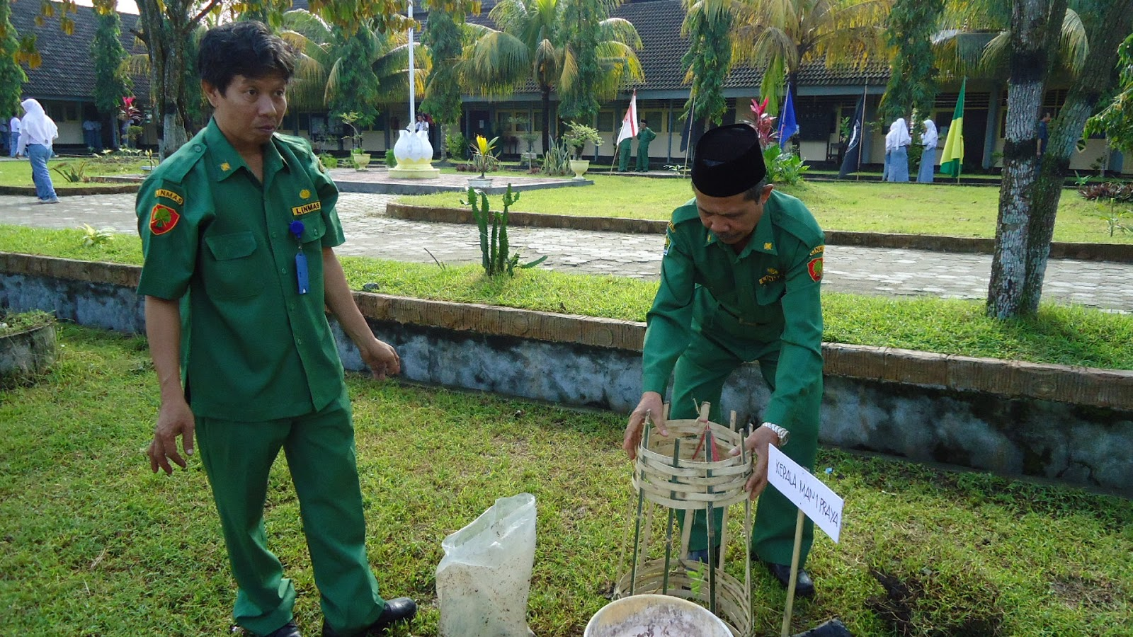 Waka Bidang Sarana dan Prasarana dan Guru Biologi.