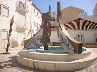 Monument honoring Nazaré Woman photo