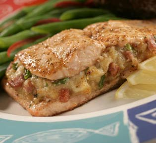 Red lobster restaurant copycat recipes baked stuffed salmon for Crab stuffed fish