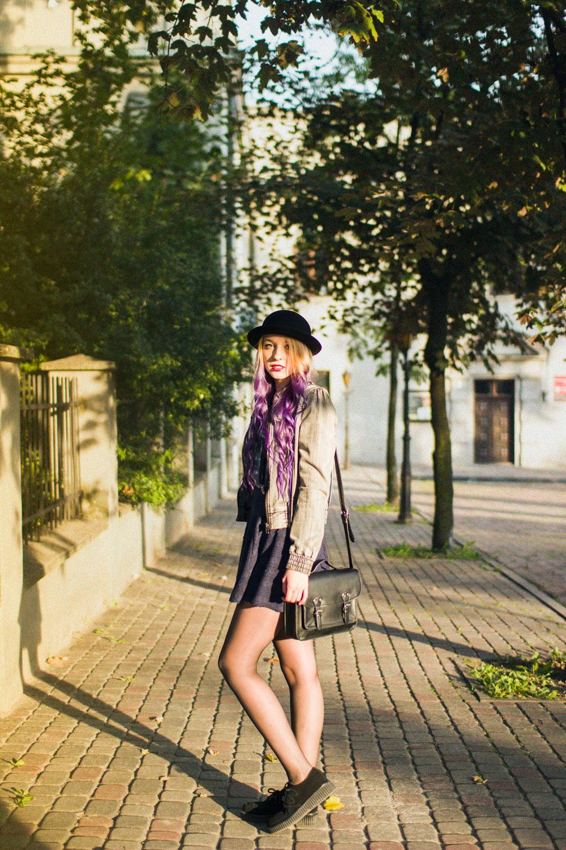 melonik fioletowe włosy blog modowy czarna torebka satchel