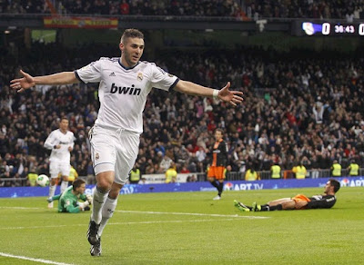 Benzema celebrates the first goal of the match