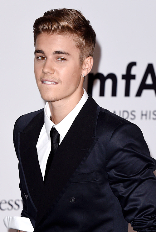Justin Bieber nude photos leaked on Selena Gomez's hacked ...