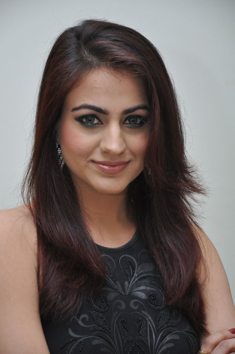 HQ Pics n Galleries !!: Aksha Pardhasany Latest Photoshoot
