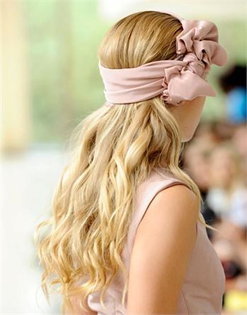 capelli sciolti foulard