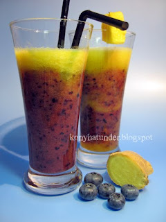 blueberry-pineapple-smoothie-mixed