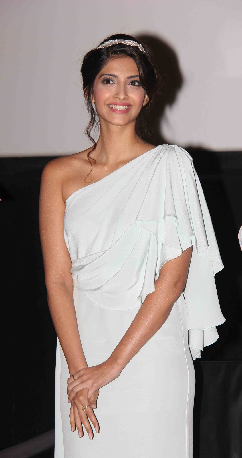 Sonam Kapoor Gorgeous In One Shoulder White Dress At The ...