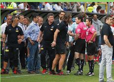 Lo que no se vio del clásico UC-Colo Colo: Tres bombas de ruido estallaron en el gol cruzado