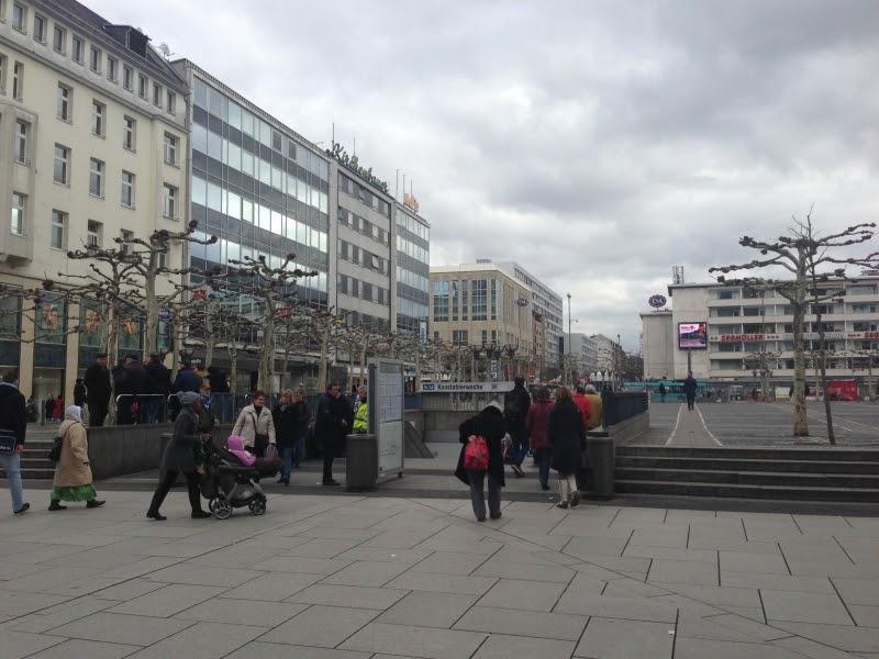 フランクフルトの旅をもっと楽しむ!: Uバーンでコンスタブラーヴァッヘからフランクフルト中央駅へ!