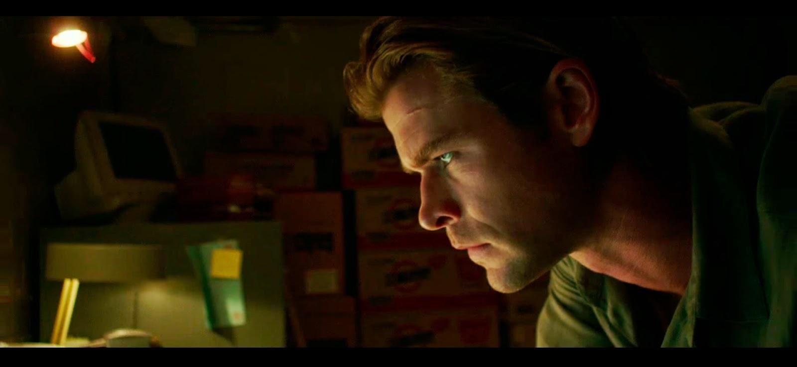 Chris intentando encontrar la razón por la que participó en esta película.