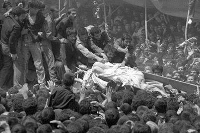 Foto Pemakaman Khomeini, Allah Hinakan Jenazah Imam Besar Syiah ini