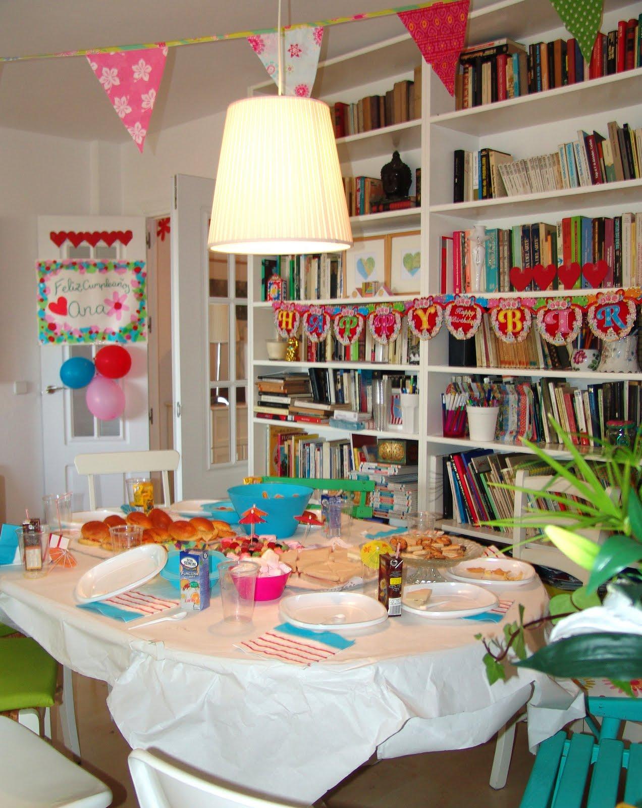 preparando la fiesta de cumpleaos de mi hija guirnaldas hechas con cartulinas globos de colores un cartel de bienvenida with cumpleaos infantil en casa - Fiesta De Cumpleaos En Casa
