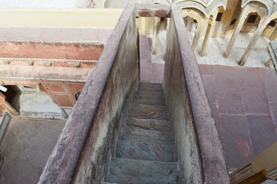 small foot step at Hawa Mahal