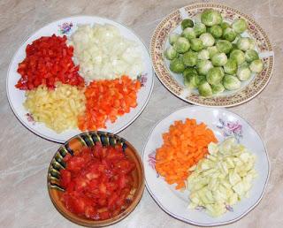 legume proaspete pentru mancare taiate cubulete, legume proaspete pentru mancare de varza de bruxel cu carne de pui, retete culinare,