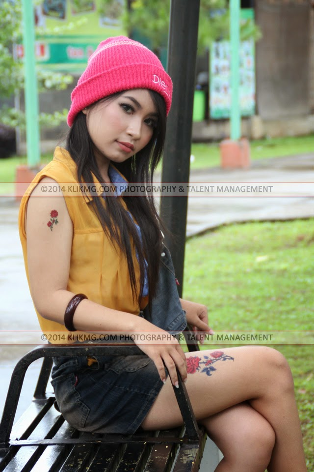 Velita Model Purwokerto dalam Balutan Busana Casual nan Seksi & Menawan   Tata Rias oleh : Esti Ariani Rias Pengantin Purwokerto