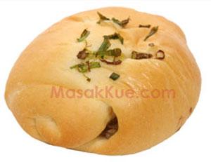 resep membuat roti asin isi daging enak dan lezat