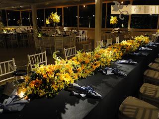 toalhas de banquete azul marinho, guardanapo azul hortênsia, arranjo vegetativo