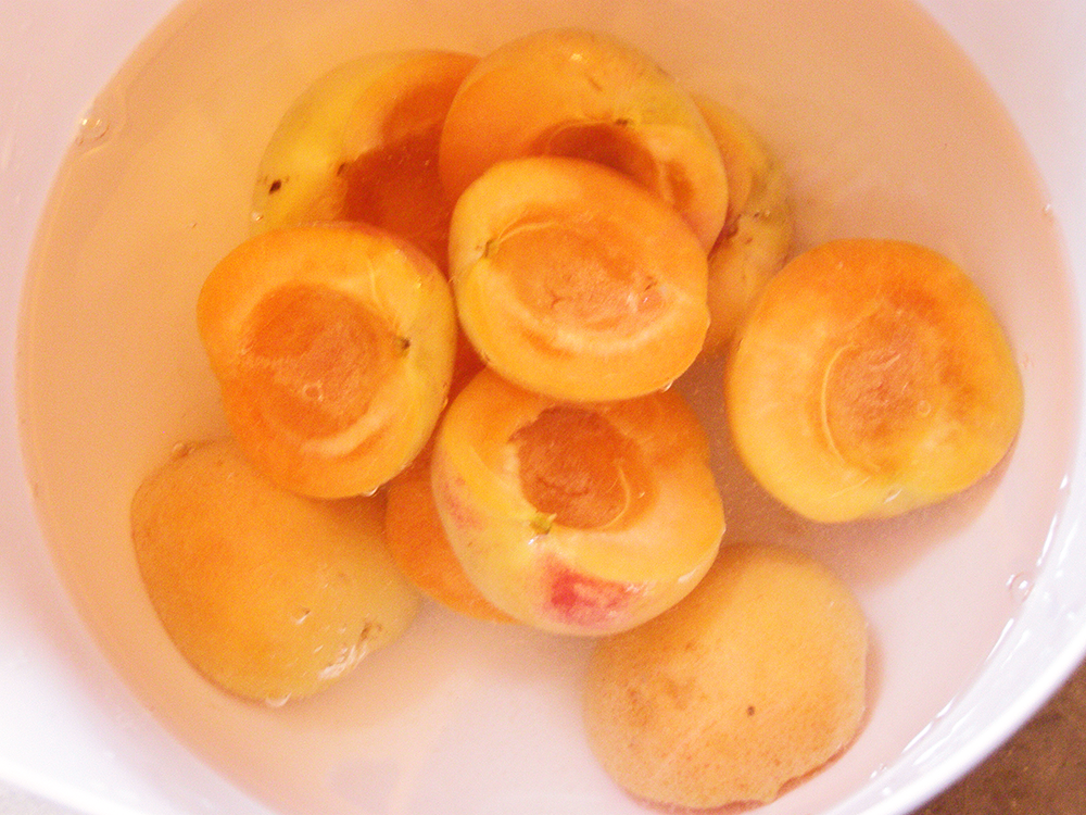 Apricot Halves in Acidulated Water