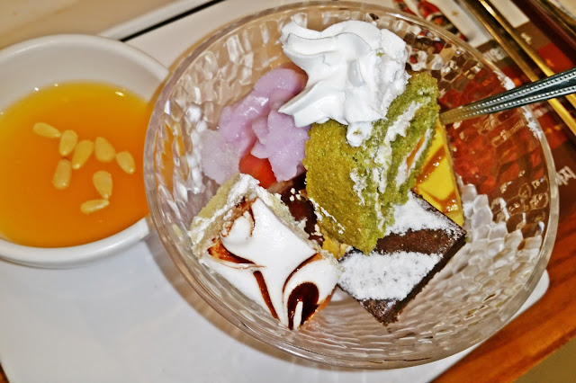 bingsu with cakes and ice cream + sikhye | www.meheartseoul.blogspot.sg