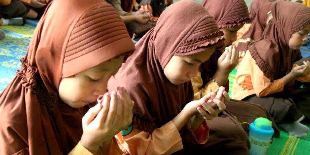 DO'A DI SEKOLAH MENGGUNAKAN BAHASA INDONESIA (FSGI)