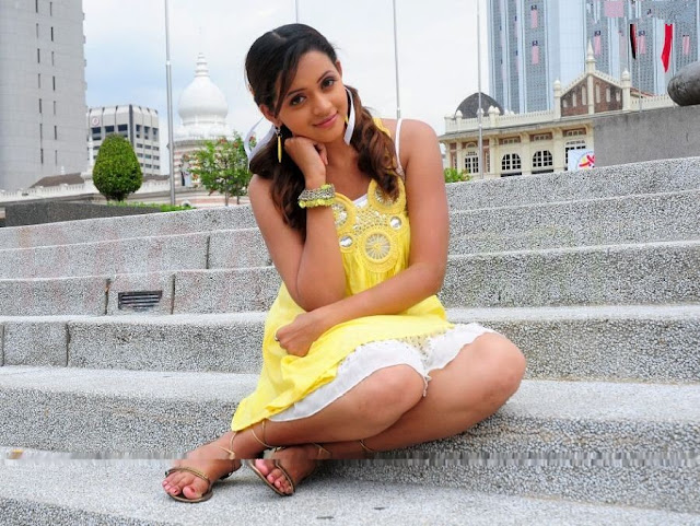 Bhavana Beautiful Leg Show