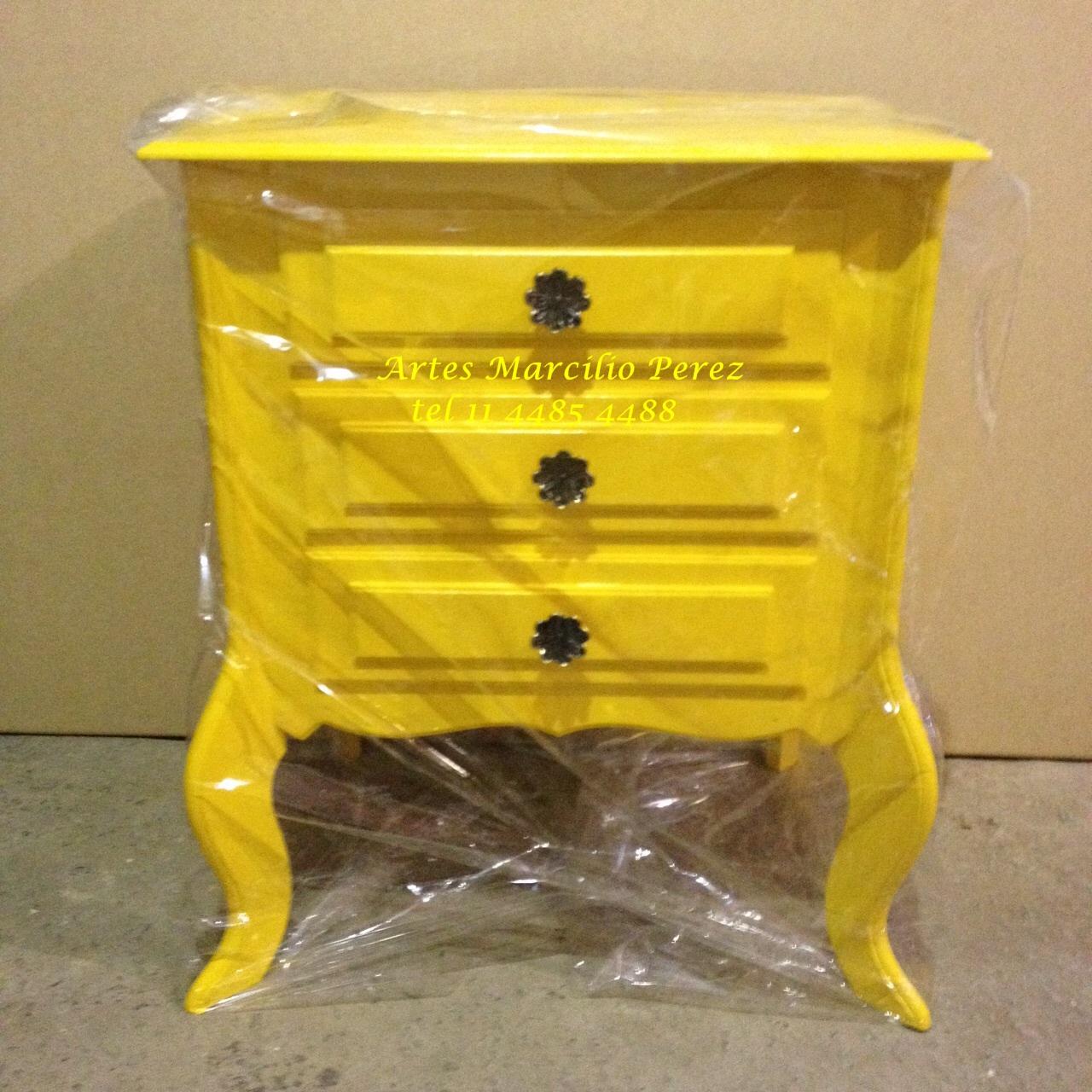 criado mudo amarelo  3 gavetas R$ 160,00