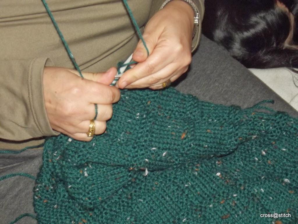 http://1.bp.blogspot.com/-nSdKhtk68Pc/Uuzxt_WzkuI/AAAAAAAAA1g/SQXz7X-OpQc/s1600/me+knitting.JPG