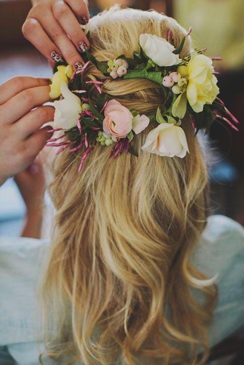 penteado com flores naturais para noivas