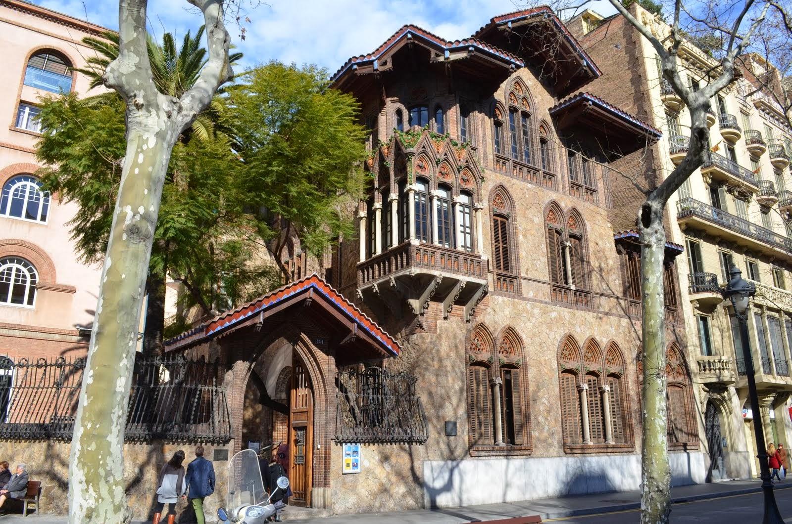 La casa golferichs las piedras de barcelona - La casa de las lamparas barcelona ...