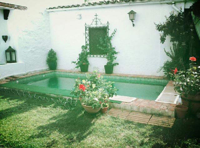 El agua de la piscina se ha puesto verde simple agua turbia en la piscina with el agua de la - Agua de la piscina turbia ...