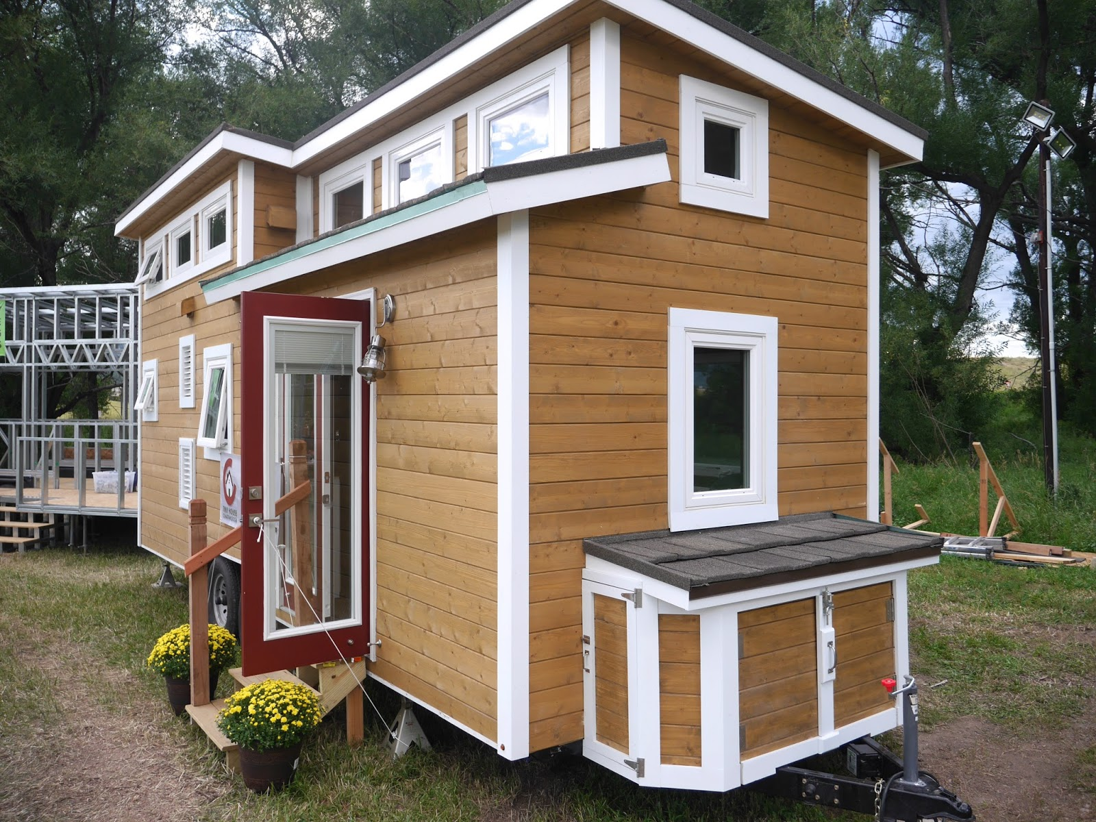 Relaxshacks.com: A LUXURY tiny house on wheels!? And its fully off ...