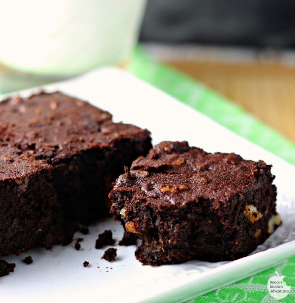Coconut Flour Brownies | by Renee's Kitchen Adventures - gluten free, grain free, dairy free better-for-you brownie recipe