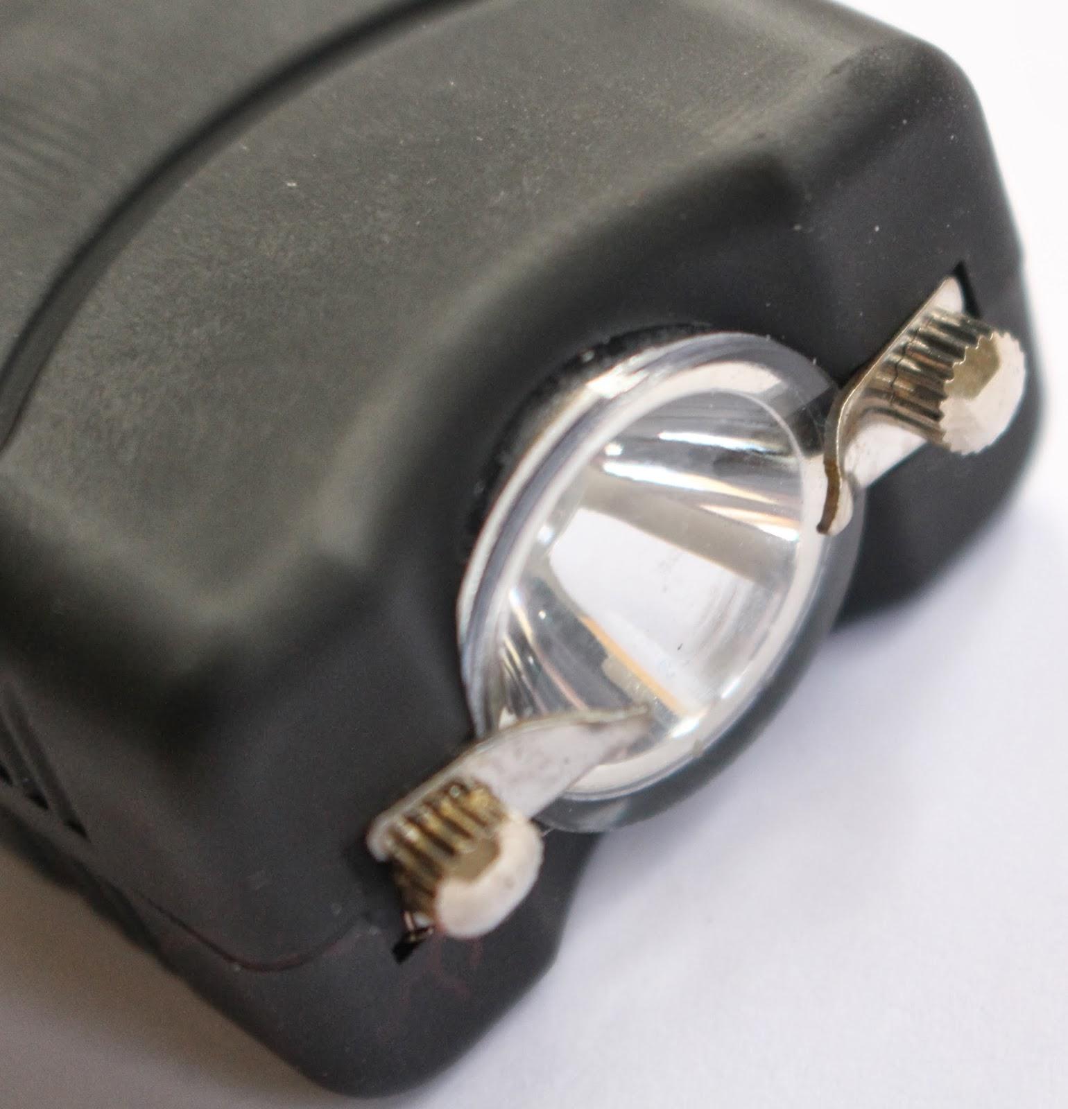 Vipertek VTS-881 Closeup Of Electrical Prongs