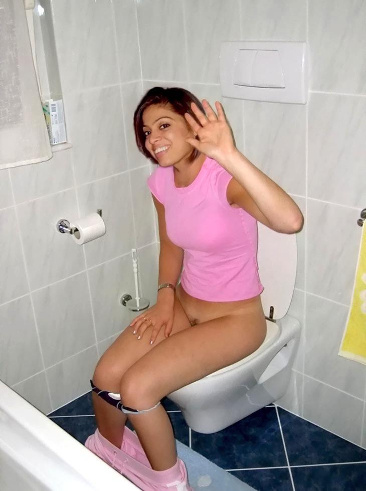 как писают в туалете школа девушки видео фото бесплатно 14