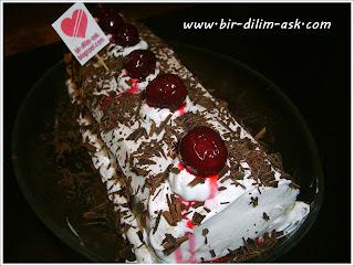 Muzlu vişneli rulo yaş pasta